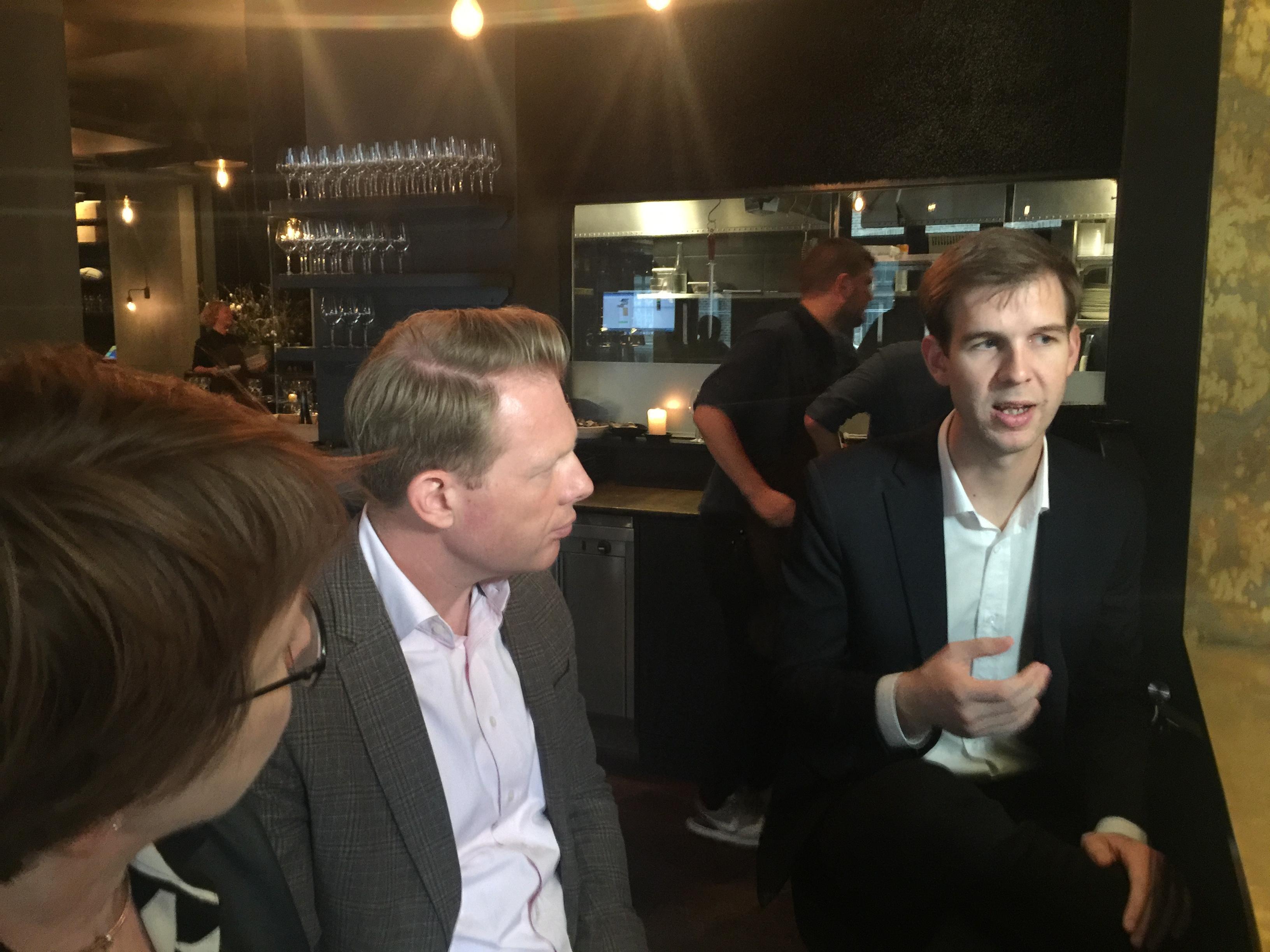 Worldcom PR Group partnerit Tiinu Wuolio Suomesta, Patrik Schober Tšekistä ja Anders Sigsgaard-Rasmussen Tanskasta mittaamisjatkoilla